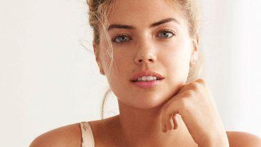 Tien tekenen die aangeven dat een chick jou versiert
