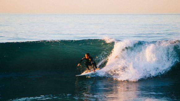 Surf roadtrip: een sportieve route met de tofste surfspots