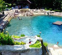 Een fanatieke man bouwde in 25 jaar één van de bruutste privézwembaden ooit