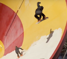 Red Bull snowboarders in leegstaand waterpark